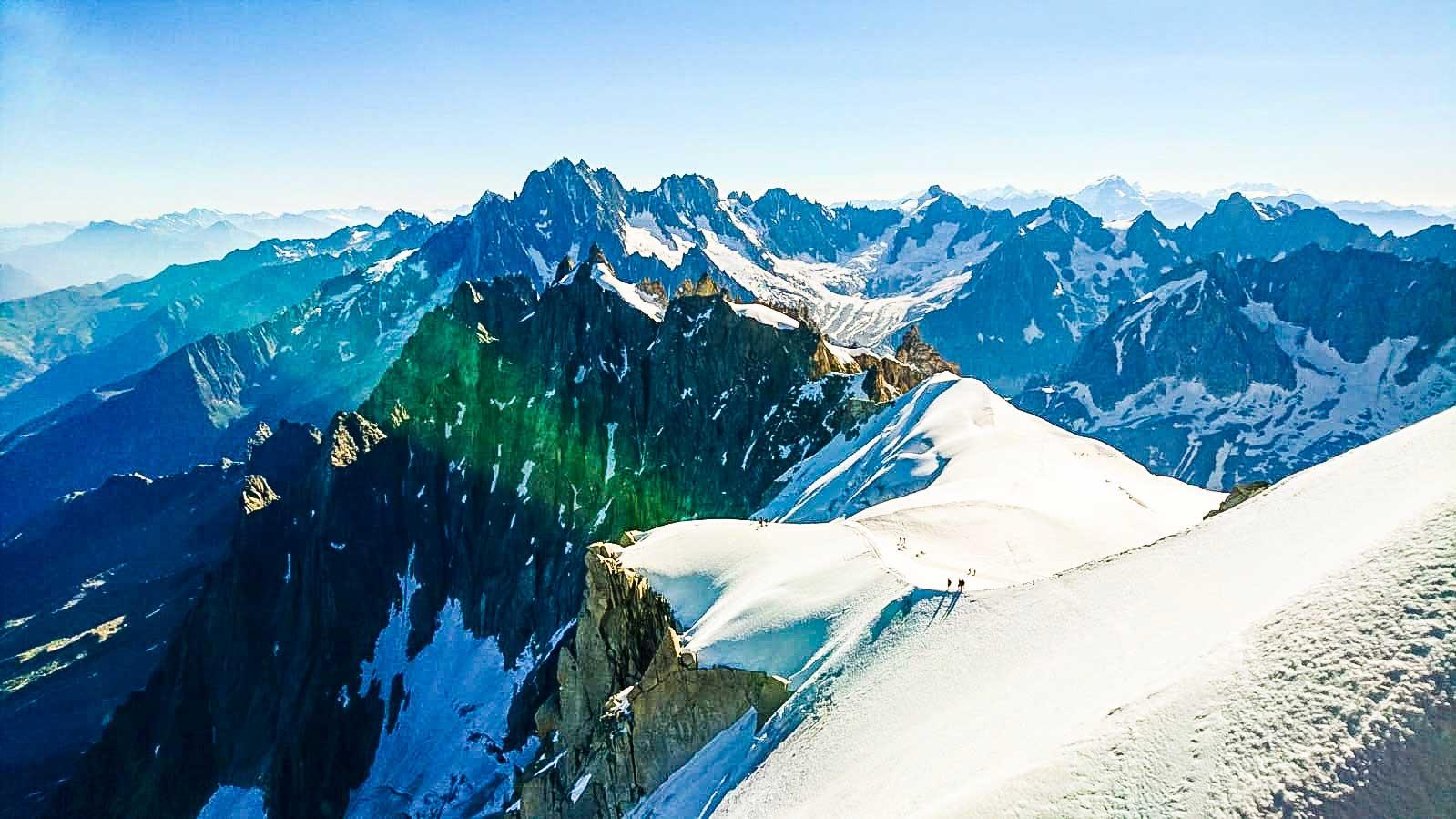 polaris-memovox-reaching-4000m-heigh-at-the-alpes-breithorn-1